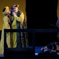 Thomas Moser (Herodes), Julia Juon (Herodias), Xavier Mas (Narraboth) et Varduhi Abrahamyan (Page der Herodias). Photo: Opéra national de Paris/ Frédérique Toulet