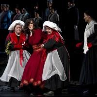 Gunhild Finne: ANGELICA VOJE; Brudekoner: Anne Søyland; Elsa Susanna Dalsgaard; Operakoret. Foto: Erik Berg