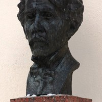 Bust of Ciurlionis by the Academy. Foto: Henning Høholt