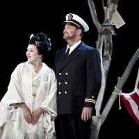 Henrik Engelsviken og Olga Guryakova som Pinkerton og Cio-Cio-San i en scene fra oppsetningen i 2012. Foto: Erik Berg