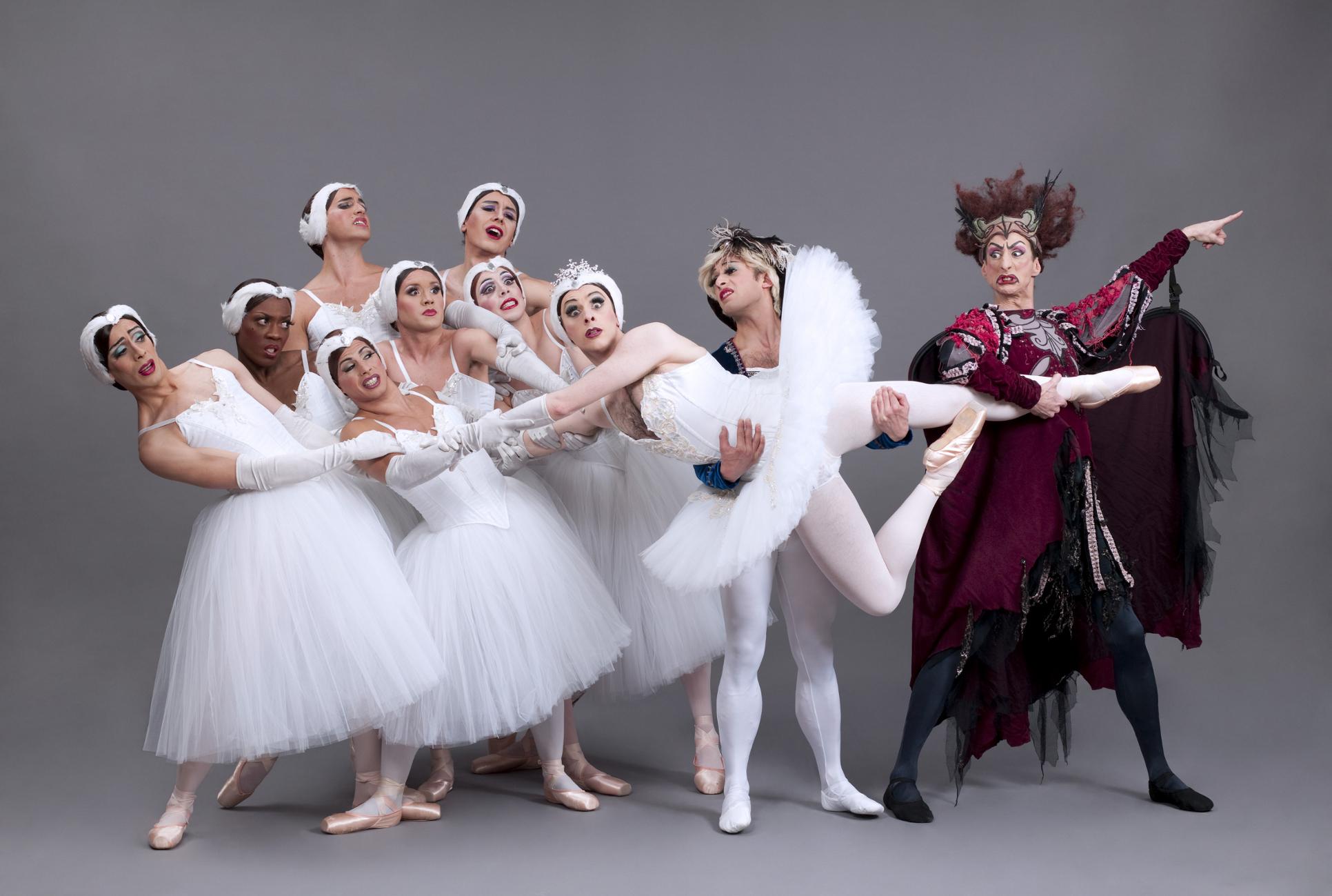 http://kulturkompasset.com/wp-content/uploads/2014/01/Ballets-Trockadero_Swan-Lake-I.jpg