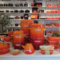 Le Creuset: Sommerlig frisk orange serie til kjøkkenet. Fotio Henning Høholt