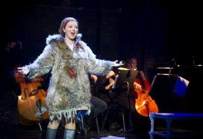 Caroline Christensen som Den unge sopranen. Foto Jörg Wiesner