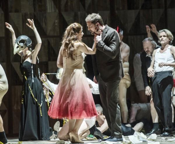 Aurelia Florian og Daniel Johansson som Violetta Valéry og Alfredo Germont. La Traviata, 2015. Foto Erik Berg,