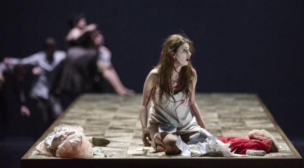 Aurelia Florian som Violetta Valéry. La Traviata, 2015. Foto Erik Berg,