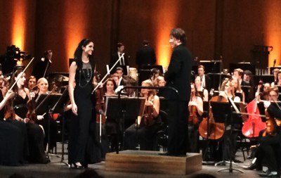 Violinsoloist, that we, unfrtunately don´t know the name of together with Kristian Järvi, in front of the orchestra, after Gelgotas piece: Never Ignore the Cosmic Ocean. Foto Henning Høholt