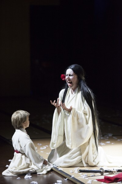 Madama Butterfly, Cho cho san and her son. - foto Michele Borzoni