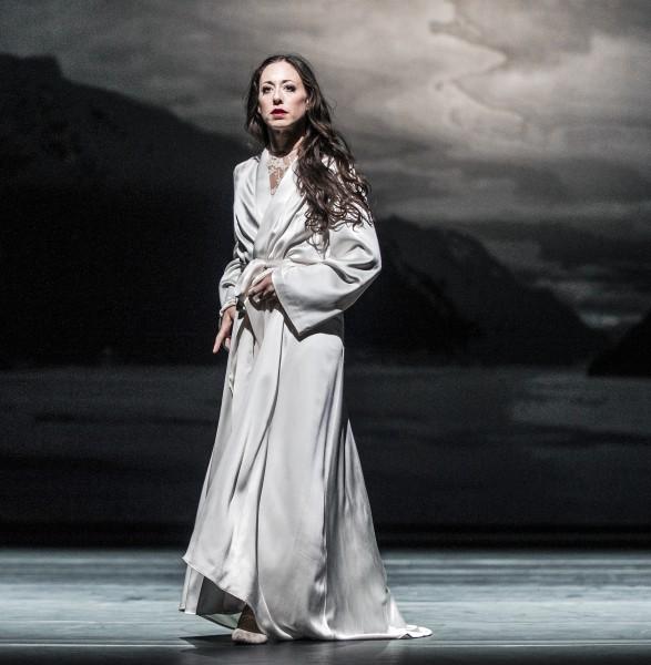 Camilla Spidsøe as Fru Alving in Ghosts. Foto Erik Berg
