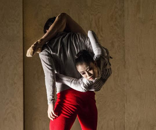 Miharu Maki og Daniel Proietto i Alan Lucien Øyens nye ballettTime-lapse. Foto: Erik Berg.