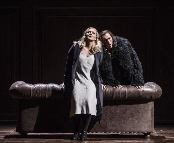 Elisabeth Teige og John Lundgren som Senta og Hollenderen, foto Erik Berg