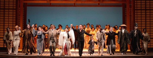 Butterfly in Luca, curtain call with Galli and the singers Foto: Lorenzo Breschi
