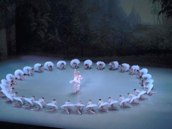 La Bayadere at Opera de Paris, Bastille, Last act with Kimin Kim and Kristina Shapran, foto Tomas Bagackas
