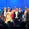 Applaus med hele ensemblet, forrest til høyre regissør Svein sturla Hungnes og koreograf Marianne Skovli Aamodt. Foto Tomas Bagackas