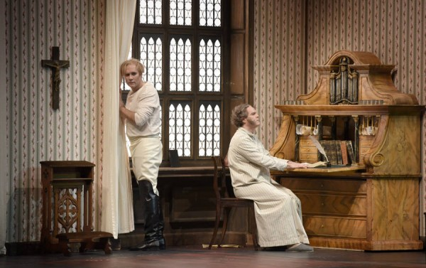 Hans Sachs, right (Gerald Finley) and Walther von Stolzing, left, (Brandon Jovanovic) are working on Walthers Meistersinger song, in third act    . Here the writing desk in normal size. Foto Vincent Pontet