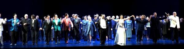 Applaus på premierekvelden 30. April 2016 med hele ensemblet, produksjonsstaben med Andreas Homoki, samt dirigenten John Fiore. Foto Henning Høholt.