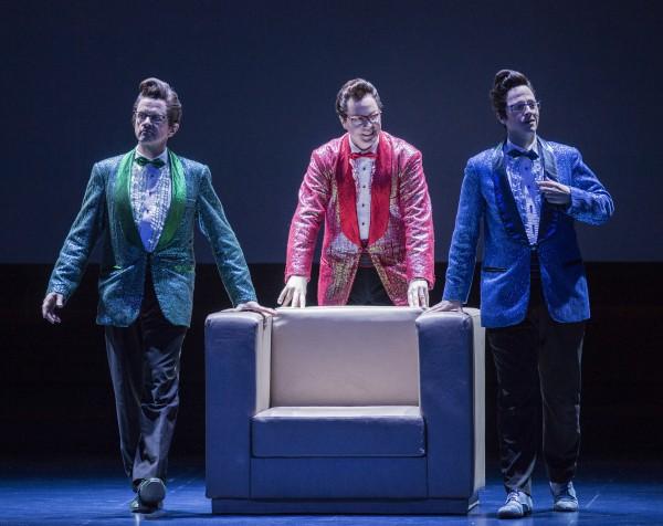 Ping Pang og Pong, overdådig sunget og festlig spilt av Espen Langvik, Marius Roth Christensen og Torbjørn Gulbrandsøy er et av forestillingens høydepunkter. - Dette fortjener de en kritikerpris for.