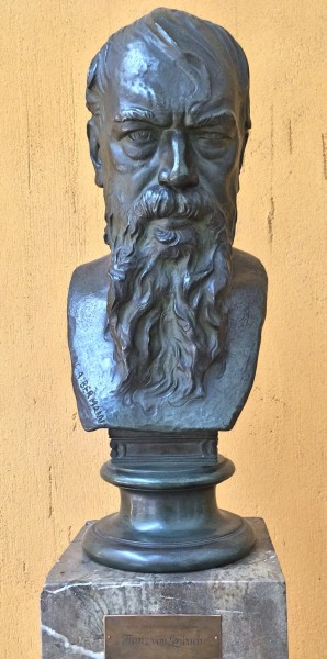 Bust of Franz Lenbach in the entrance hall. Foto Tomas Bagackas