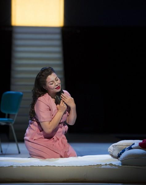 Hui He som Madama Butterfly i andre akten  . Foto Jörg Wiesner.