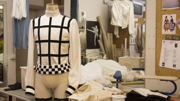 Ateliers de couture : confection des costumes conçus par Karl Lagerfeld pour « Brahms-Schönberg Quartet » de George Balanchine © Christophe Pelé / OnP