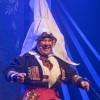 Bjarte er simpelthen forrykende som Anne Guro Bjørnstølstuguvatn nettopp nå på Chat Noir, men senere på ny turne, blant annet til Bærum Kulturhus. Cårejånny Enderud er ansvarlig for mask og kost. BRAVO..