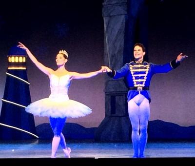Yoel Careno og Julie Gardette som Clara og Prinsen    <div title=