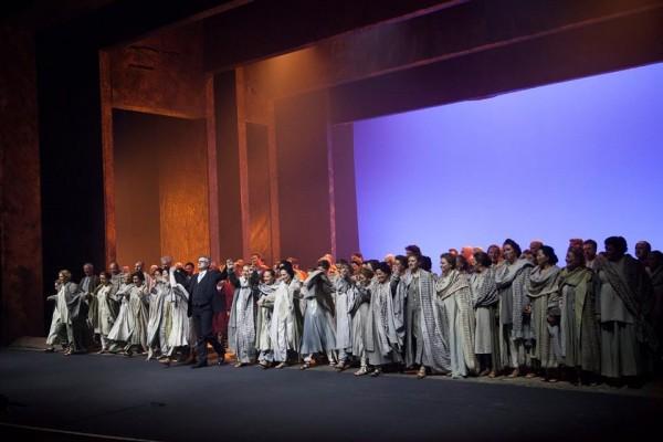 Nabucco. chorus with Lorenzo Fratiini at the curtain call