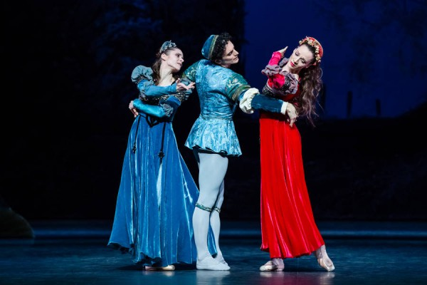 Three dancers from The two problematic love couple were Laëtitia Pujol. - Hermia. Alessia Carbone - Lysandre and Fanny Gorse as Héléna and Auric Renavand as Hippolyte, who formed improving characters.