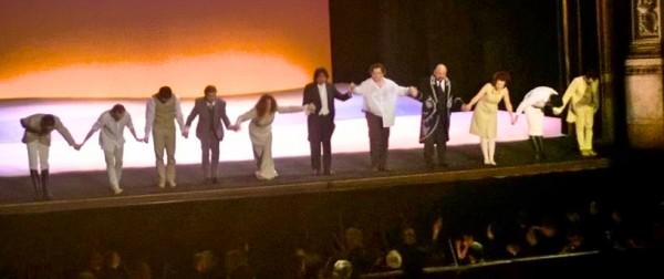 Manon Lescaut, Curtain call. Foto Fabio BArdelli.