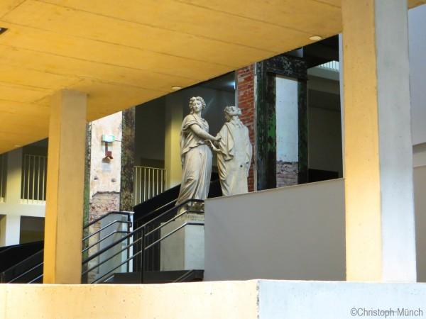 DRS Kraftwerk Mitte Foyer Statuen Alberttheater ©Christoph Münch