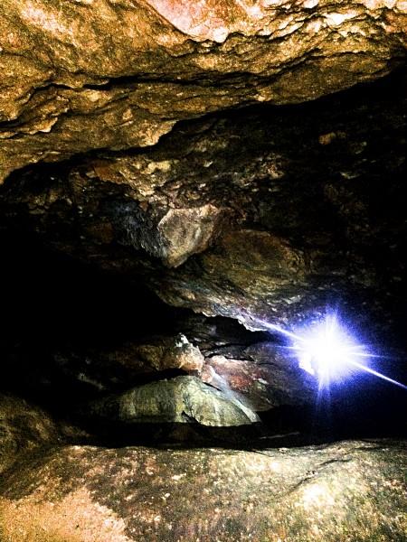 Inne i Montesino grotten. Foto Henning Høholt